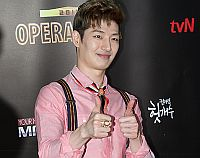 Son Ho-young goes pink for Operastar 2012 showdown