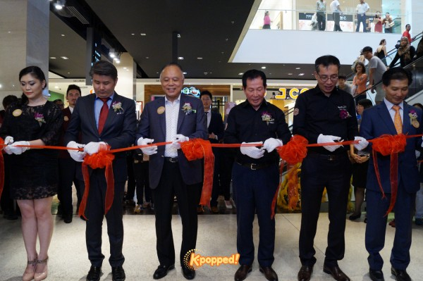 Kyochon Pavilion grand launch cutting ribbon