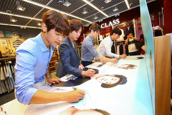 CNBLUE autograph