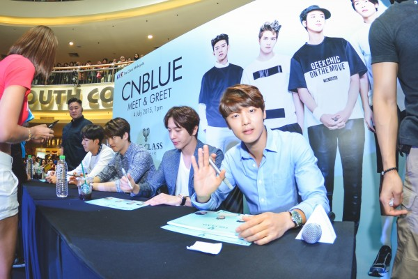 CNBLUE_The_Class_Malaysia_Meet_Greet_Mid_Valley (27)