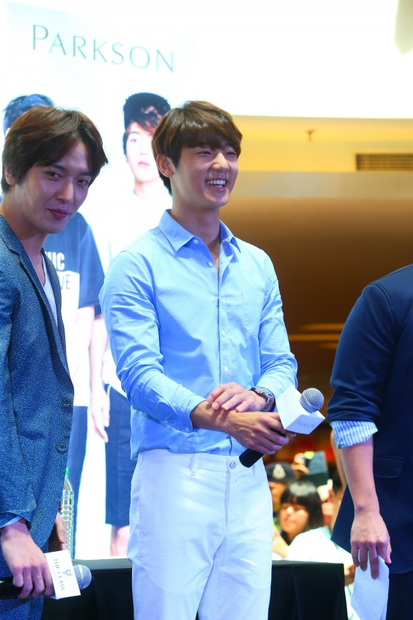 CNBLUE_The_Class_Malaysia_Meet_Greet_Mid_Valley (43)