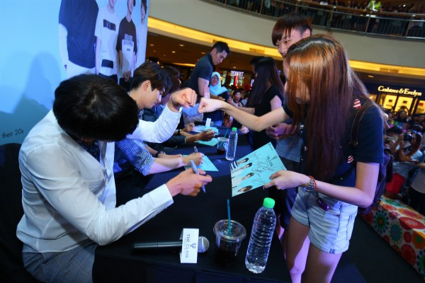 CNBLUE_The_Class_Malaysia_Meet_Greet_Mid_Valley (48)