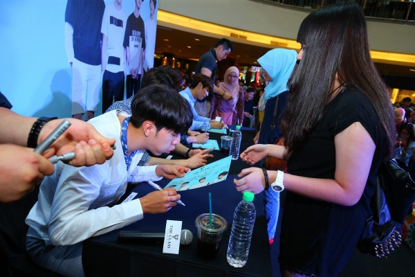 CNBLUE_The_Class_Malaysia_Meet_Greet_Mid_Valley (49)