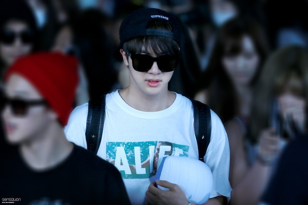 150805 Jin BTS Airport with Pillow 3