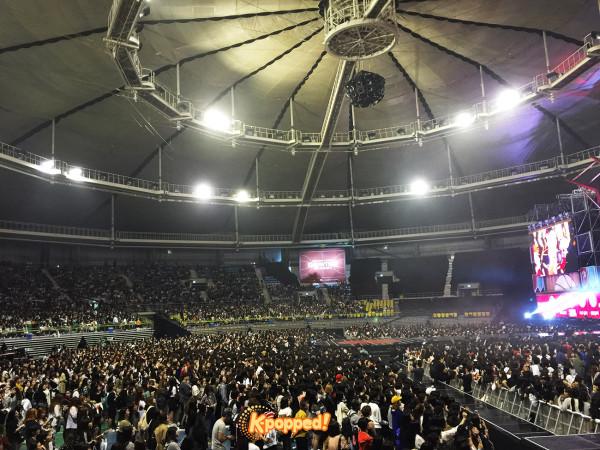 Ikon debut concert crowd