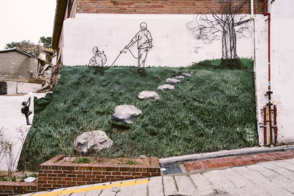Street art at Ihwa Mural Village (sourced from Flickr, user Wei-Te Wong)