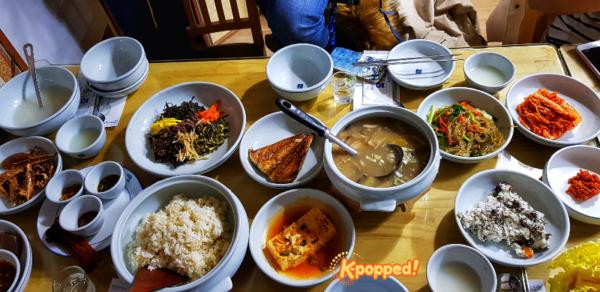 Full table of Korean style meal