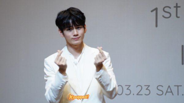 Ong Seong Wu Gives Finger Hearts