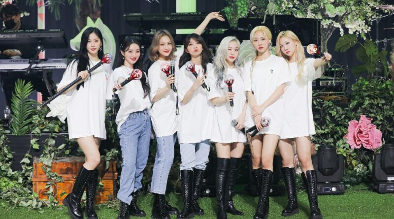 """Dreamcatcher Stunned Audiences With Their Duality in """"CROSSROADS"""""""